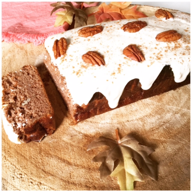 Pumpkin Spice Bananabread with maple frosting